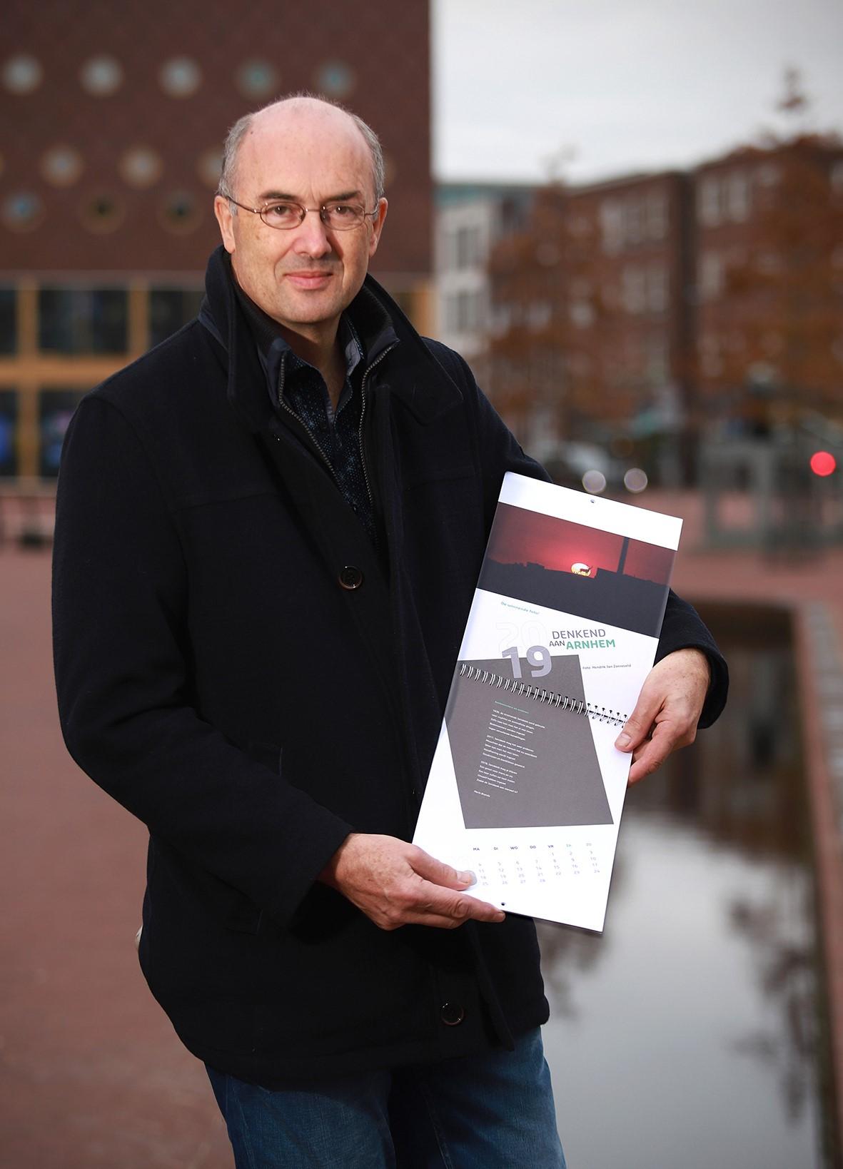 Denkend aan Arnhem, foto Rens Plaschek